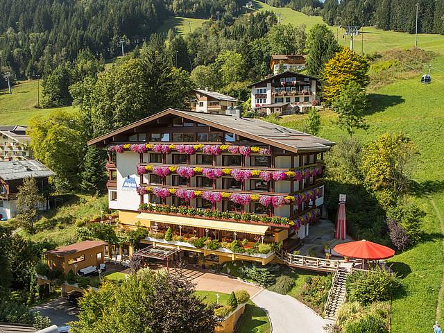 Außenansicht Des Sporthotel Alpin In Zell Am See